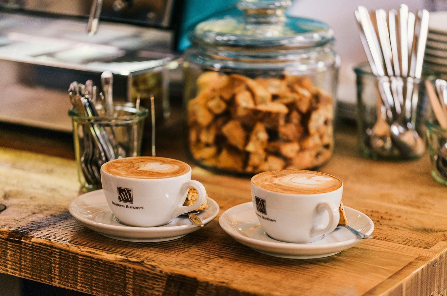 Kaffetasse mit Keks